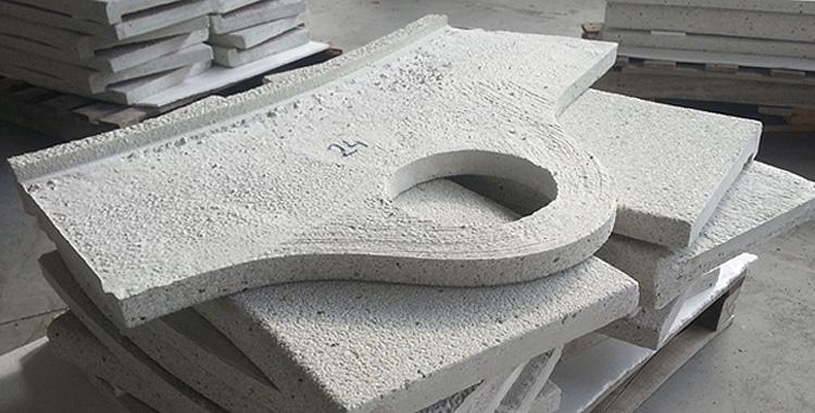 Piedra de piscina a medida, con las piezas numeradas para facilitar el montaje en obra.