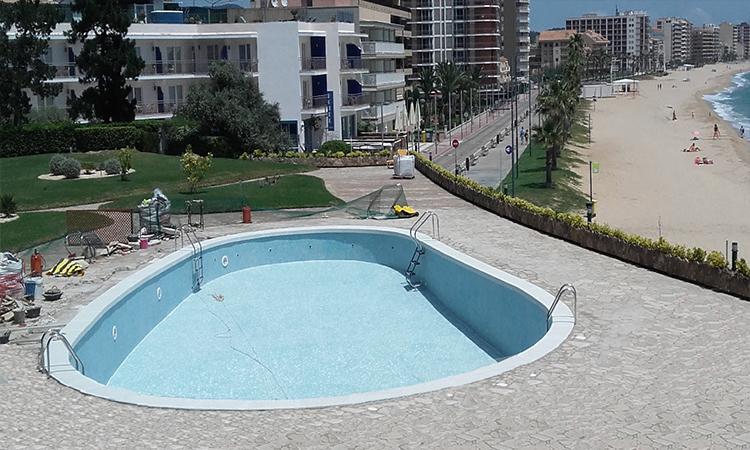 Piedra para piscina en la playa (después)